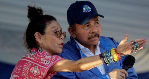Daniel Ortega y Rosario Murillo durante el acto de conmemoración de los 40 años del Asalto al Palacio Nacional. LA PRENSA/AFP