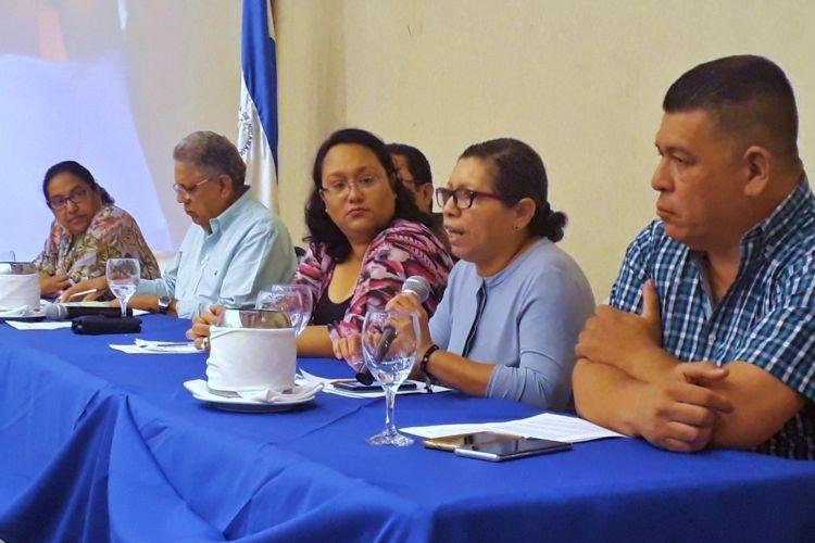 Periodistas participaron en un foro, antes del pronunciamiento: Patricia Orozco, Danilo Lacayo, Miguel Mora, Wendy Quintero, Elizabeth Romero y Mauricio Madrigal. LA PRENSA/ LEONOR ÁLVAREZ