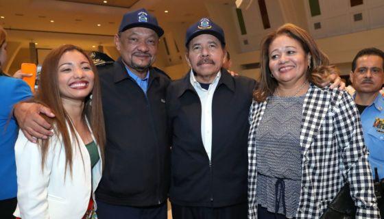 El subdirector de la Policía Nacional, Comisionado Ramón Avellán junto a Daniel Ortega. LA PRENSA/ TOMADA DE EL 19