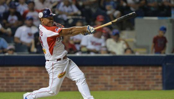 Javier Robles llegó a nueve jonrones con el Bóer, en la campaña del Campeonato Nacional de Beisbol Superior. LA PRENSA/JADER FLORES