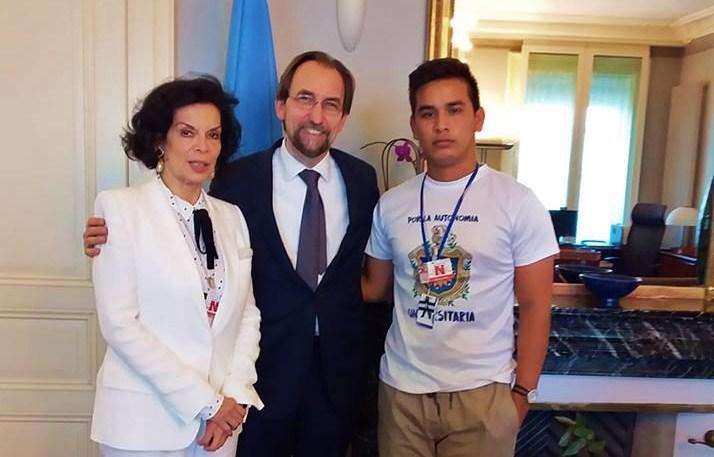Jonathan López, derecha, junto al anterior Alto Comisionado de las Naciones Unidas para los Derechos Humanos, Zeid Ra'ad Al Hussein y la activista de Derechos Humanos Bianca Jagger. LA PRENSA/ CORTESÍA