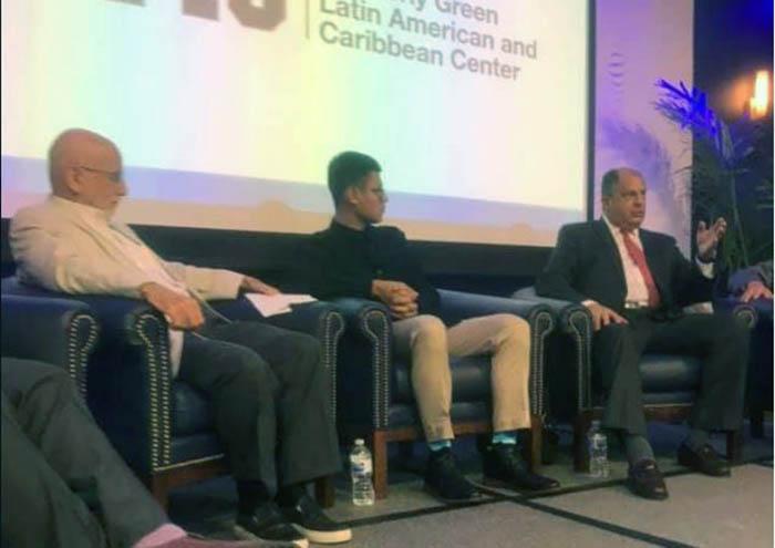 Lesther Alemán junto al expresidente costarricense Luis Guillermo Solís en Miami. LA PRENSA/ TOMADA DE FACEBOOK
