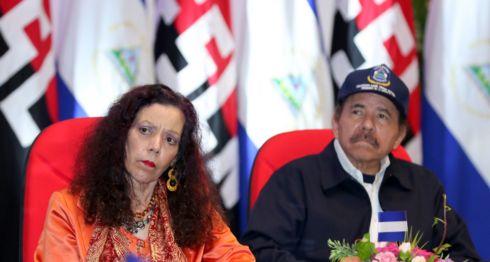 Rosario Murillo y Daniel Ortega durante la celebración del 39 aniversario de fundación de la Policía. LA PRENSA/ TOMADO DE EL 19 Alianza Cívica. Nicaragua