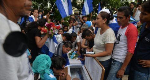 Entierro de Matt Romero, el adolescente asesinado por paramilitares del dictador Daniel Ortega. LA PRENSA/ JADER FLORES