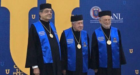 Doctor Honoris Causa: Sergio Ramírez, junto al actor Ignacio López Tarso y el educador José Sarukhán Kermez. LA PRENSA/Cortesía