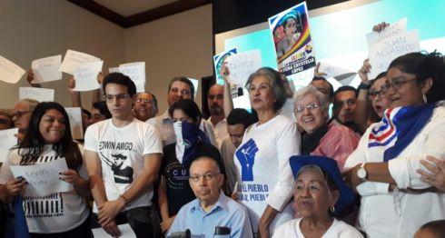 Miembros de la Unidad Nacional Azul y Blanco (UNAB). LA PRENSA/ Mario Rueda