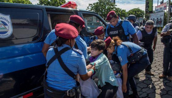 La represión y detenciones ilegales de la Policía en Nicaragua se recrudecieron este fin de semana en Managua, en e sector de Camino de Oriente. LA PRENSA/ ÓSCAR NAVARRETE