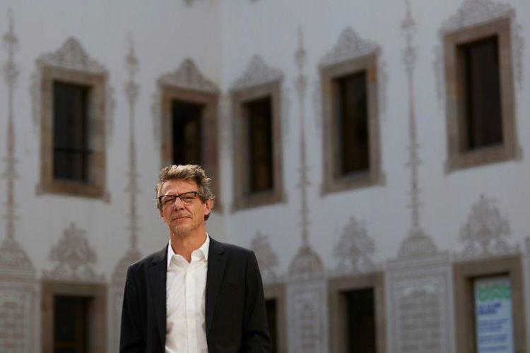 El escritor mexicano Álvaro Enrigue,reflexiona sobre su propia identidad. EFE/Alejandro García