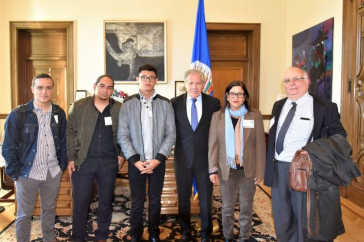 Luis Almagro, secretario general de la OEA se reunió este jueves con miembros de la Unidad Nacional Azul y Blanco