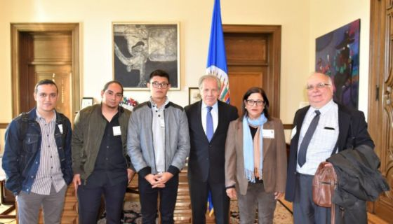 Luis Almagro, secretario general de la OEA , se reunió con miembros de la Unidad Nacional Azul y Blanco. De izquierda a derecha: .Douglas Castro, Jeancarlos López,Lesther Alemán, Violeta Granera y José Pallais