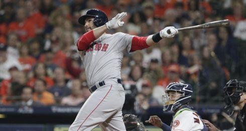 J.D. Martinez es uno de los pilares ofensivos de los Medias Rojas de Boston, que enfrentarán a los Dodgers de Los Ángeles en la Serie Mundial 2018. LA PRENSA/EFE/Michael Wyke