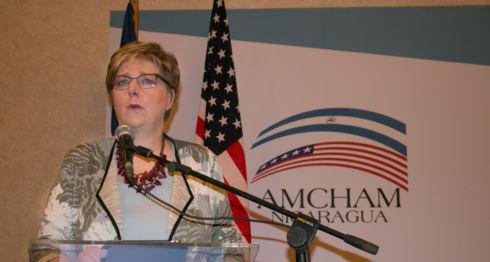 La embajadora de Estados Unidos, Laura Dogu, en su último discurso en Amcham. LA PRENSA/ Cortesía