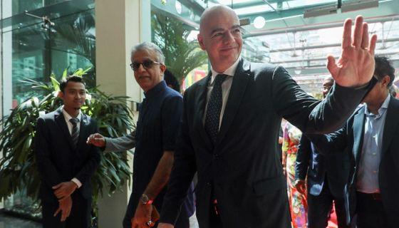 Gianni Infantino, actual presidente de la FIFA, era vicepresidente de la UEFA cuando este organismo supuestamente cubrió el dopaje financiero del PSG y el Mánchester City, según medios europeos. LA PRENSA/EFE/FAZRY ISMAIL