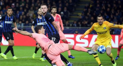 El Barcelona salió de San Siro con un empate a un gol con el Inter de Milan, suficiente para asegurar su clasificación a octavos de final de la Liga de Campeones de la UEFA. LA PRENSA/EFE/Matteo Bazzi