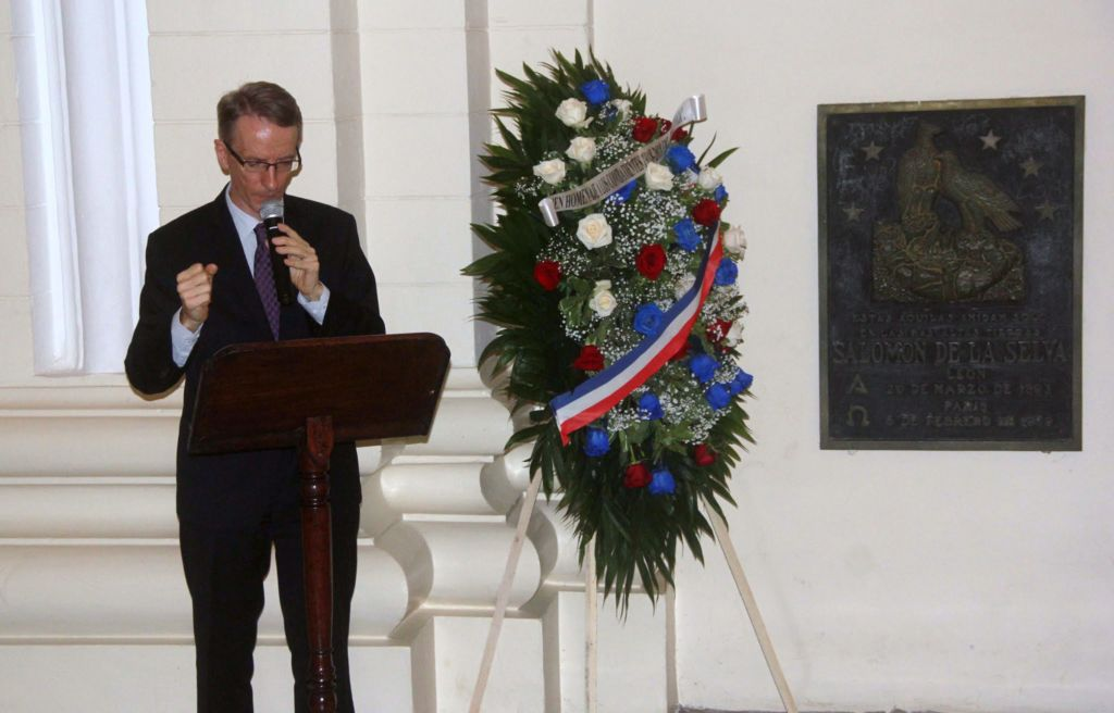 El embajador de Francia en Nicaragua, Phillipe Letrilliart, durante el acto en la Catedral de León. LA PRENSA/ EDDY LÓPEZ