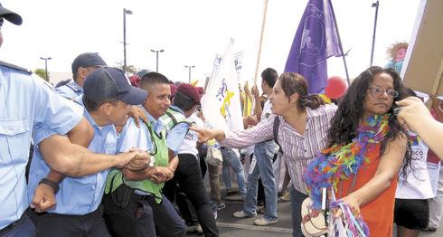 Las mujeres marchan cada año para demandar fin de la violencia y con Ortega en el poder han sido reprimidas. LA PRENSA/ ARCHIVO