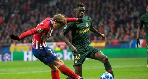 Antoine Griezmann anotó uno de los dos goles con los que el Atlético de Madrid venció al Mónaco, para avanzar a los octavos de la Champions League. LA PRENSA/EFE/Rodrigo Jiménez