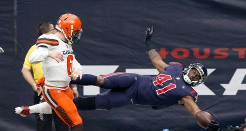 Zach Cunningham (41) concretó uno de los touchdonws de los Texans de Houston que ganaron ayer. LA PRENSA/Bob Levey/Getty Images/AFP