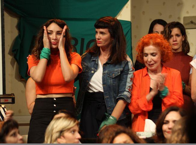 La actriz argentina Thelma Fardín (c) rodeada de multitud de actrices argentinas, reveló en una conferencia de prensa que presentó una denuncia en Nicaragua contra Darthés.LA PRENSA/ EFE/ Marina Guillén