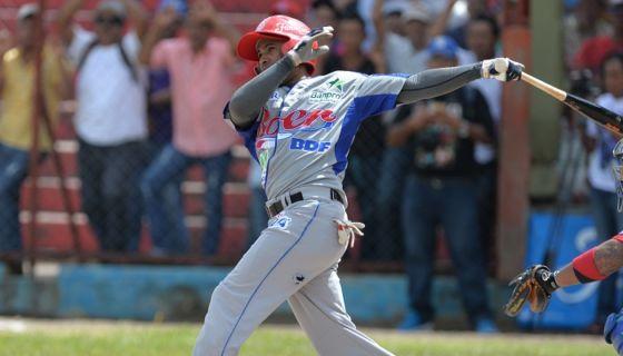 El pelotero cubano Maykel Cáceres jugará por tercera vez en la Liga de Beisbol Profesional de Nicaragua con el Bóer. LA PRENSA/JADER FLORES