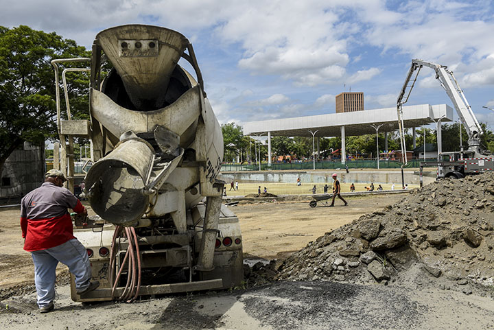 La segunda etapa del parque La Paz, donde se ha instalado una fuente luminosa  y será inaugurada el 21 de diciembre, fue adjudicada de forma directa a la empresa Chávez y Chávez, beneficiada constantemente. LA PRENSA/R. FONSECA