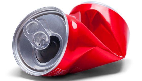 Una colega de Timothy Bass entregó a las autoridades una lata de una bebida gaseosa y una botella con agua que el sospechoso había desechado.Getty Images