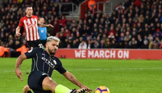 Sergio Agüero anotó uno de los goles del Mánchester City este domingo. LA PRENSA/AFP