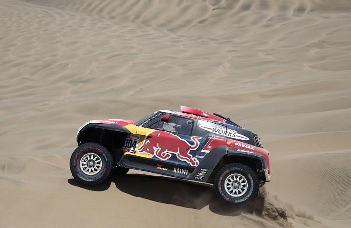 El francés Stéphane Peterhansel ganó este lunes durante la séptima etapa del Rally Dakar 2019, que es un bucle con punto de inicio y final en la población costera de San Juan de Marcona (Perú). LA PRENSA/EFE/Ernesto Arias