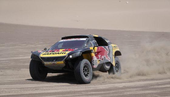 El francés Sébastian Loeb ganó este martes por cuarta vez en la actual edición del rally Dakar 2019, en una etapa que concluyó en Pisco, Perú. LA PRENSA/EFE/Ernesto Arias