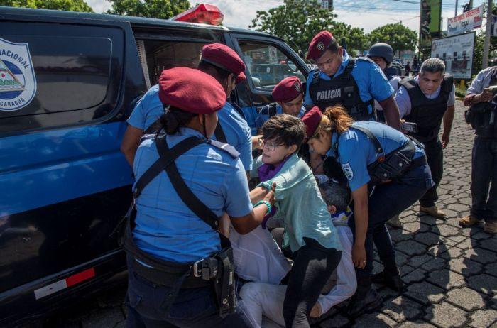 La represión y detenciones ilegales de la Policía en Nicaragua se recrudecieron. LA PRENSA/ ÓSCAR NAVARRETE