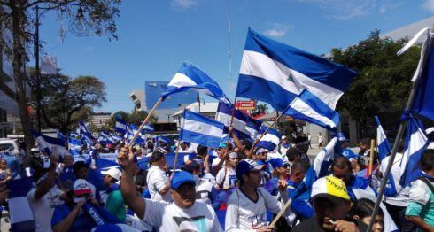 Los manifestantes, que exigen la renuncia del dictador Daniel Ortega, recorrieron las calles de San José, la capital costarricense, gritando consignas, demandando justicia para las familias de las víctimas y pidiendo libertad para quienes están encarcelados. LA PRENSA/GERALL CHÁVEZ/ CORTESÍA