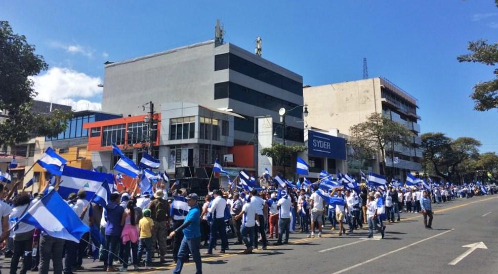 Centenares de nicaragüenses refugiados en Costa Rica marcharon este domingo al cumplirse nueve meses de la brutal represión en Nicaragua. LA PRENSA/ CORTESÍA
