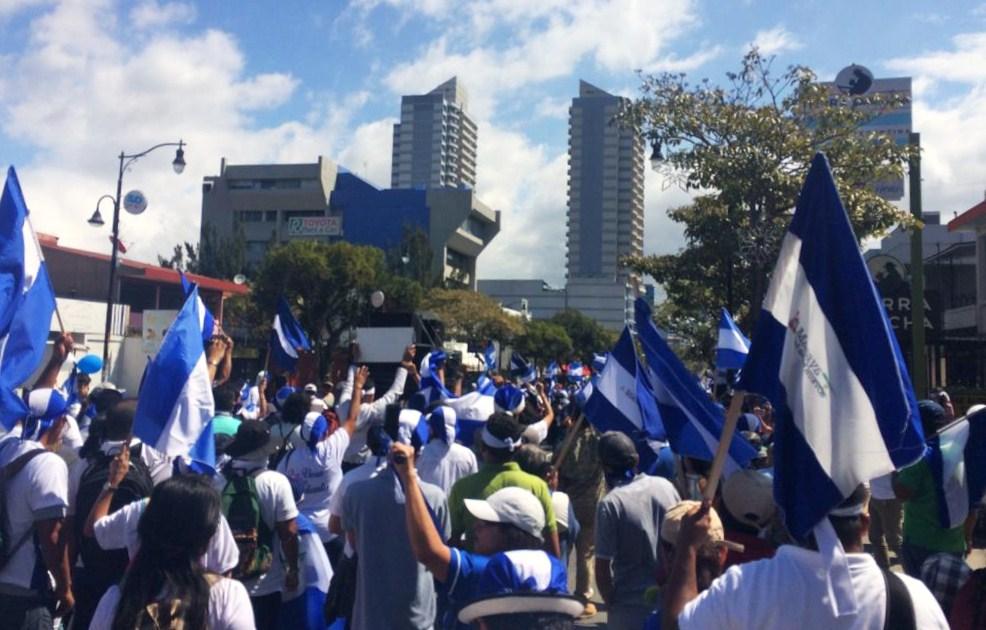 """""""Aquí en Costa Rica estamos luchando para lograr esa unidad"""", expresó Mónica López Baltodano durante la caminata pacífica. LA PRENSA/ GERALL CHÁVEZ/ CORTESÍA"""
