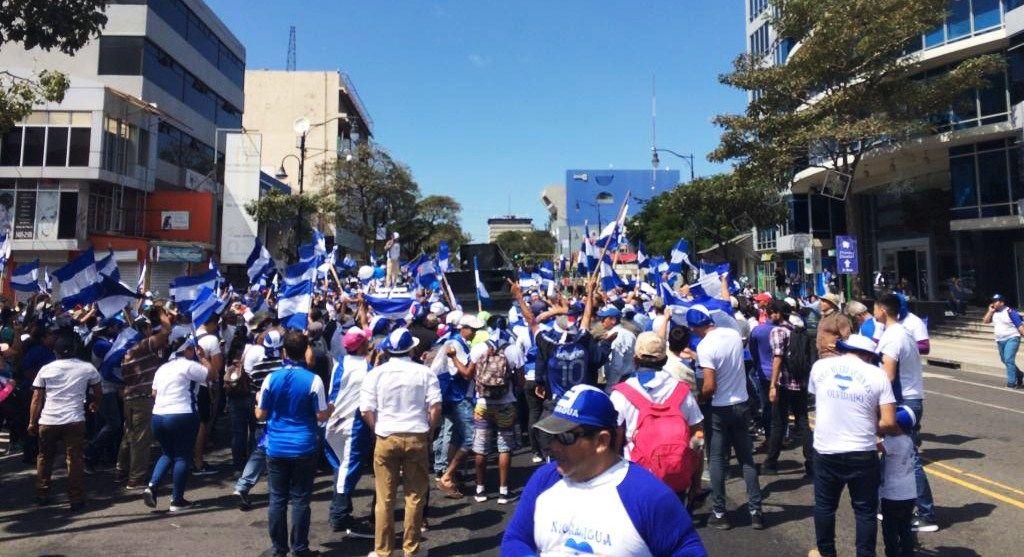 Nicaragüenses en Costa Rica marchan para exigir la renuncia de Daniel Ortega. LA PRENSA/GERALL CHÁVEZ/ CORTESÍA