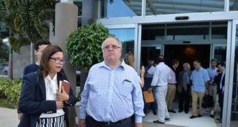 Al salir de la reunión con los parlamentarios europeos Violeta Granera, José Pallais y Michael Healy fueron seguidos por paramilitares orteguistas. LA PRENSA /LEONOR ÁLVAREZ