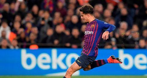 Philippe Coutinho anotó desde el punto de penalti el primero de sus dos goles, este miércoles en la vuelta de los cuartos de final de la Copa del Rey entre Barcelona y Sevilla. LA PRENSA/AFP/LLUIS GENE