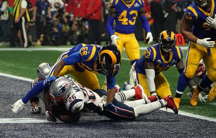 Sony Michel (26) anotó el único touchdown del Super Bowl 53, ganado por los Patriots a los Rams. LA PRENSA/AFP / TIMOTHY A. CLARY