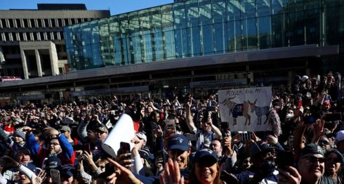 Miles de aficionados participaron en el desfiles de celebración a los Patriots de Nueva Inglaterra, tras su triunfo en el Super Bowl 53 ante los Rams de Los Ángeles. LA PRENSA/Maddie Meyer/Getty Images/AFP