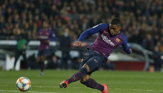 El mediocampista Malcom marcó el gol del empate para el Barcelona ante el Real Madrid, en el partido de ida de la semifinal de la Copa del Rey. LA PRENSA/AFP/Pau Barrena