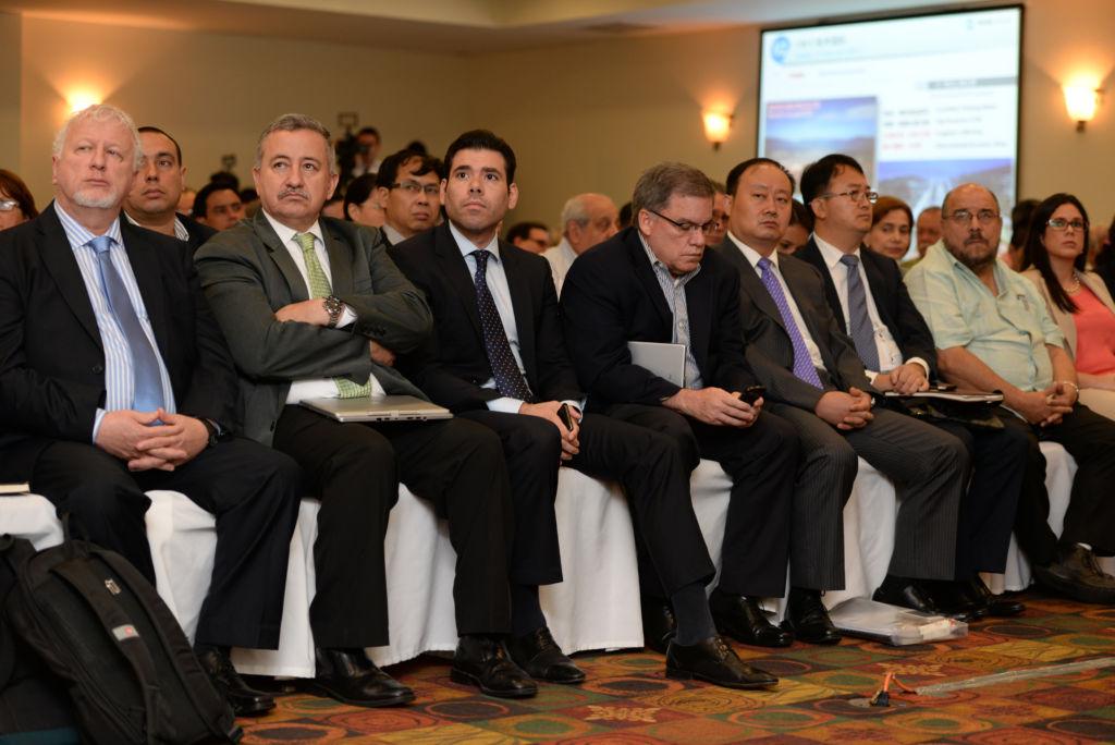 En la foto, el día en que Ortega entregó la concesión al empresario chino, Wang Ying.FOTO: LA PRENSA/ ARCHIVO/ AP