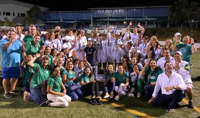 La delegación del Colegio Americano Nicaragüense celebró a lo grande el triunfo de los Tigres en el torneo de futbol masculino AASCA. LA PRENSA/CORTESÍA