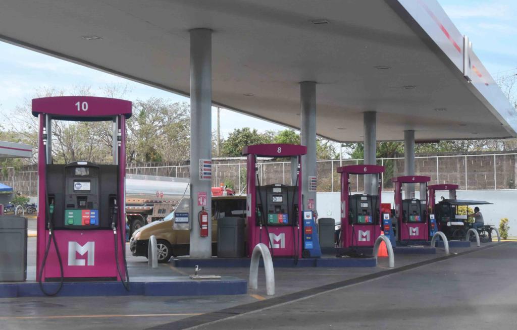 LA PRENSA ha constatado el uso de al menos seis marcas y logos distintos en las estaciones DNP Petronic. LA PRENSA/ ROBERTO FONSECA