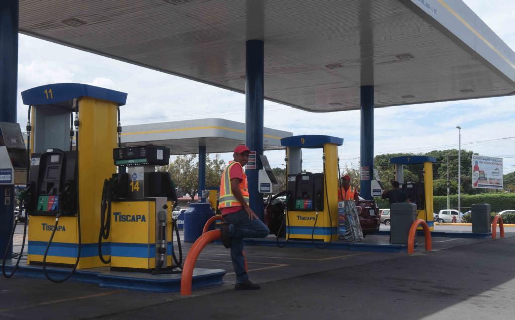 La gasolinera ubicada en el sector del antiguo Hospital Militar pertenece a la red DNP Petronic. LA PRENSA/ ROBERTO FONSECA