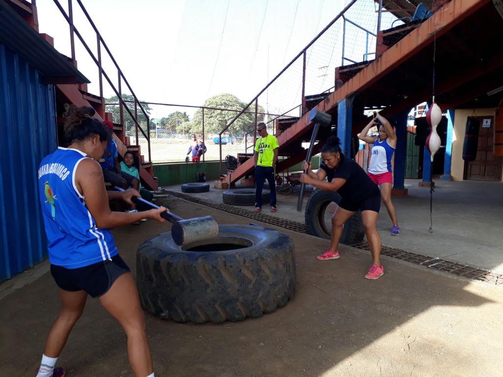 Un total de cinco mujeres conforman la Selección Nacional de Boxeo. Foto Rosa Membreño.