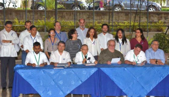 Los miembros de la Alianza Cívica en las negociaciones con el gobierno de Daniel Ortega en el INCAE. LA PRENSA/ ROBERTO FONSECA