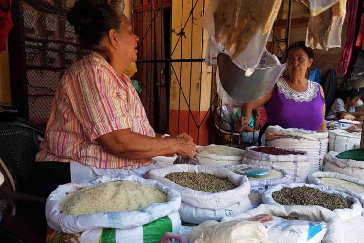 Los productos como granos básicos, hortalizas, insumos agrícolas y de supermercados experimentan este jueves un incremento que ya golpea al sector consumidor en Madriz, Nueva Segovia y Estelí. LA PRENSA/WILLIAM ARAGÓN
