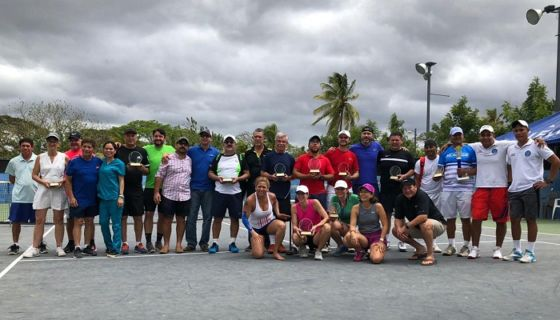 Los campeones del torneo de tenis SportSlam ITF, finalizado este sábado en Managua. LA PRENSA/CORTESÍA