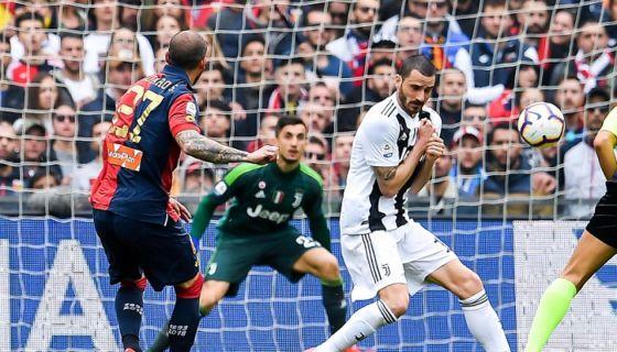 Stefano Sturaro (27) anotó uno de los dos goles con los que el Génova derrota a la Juventus, este domingo en la Serie A italiana. LA PRENSA/EFE/EPA/SIMONE ARVEDA