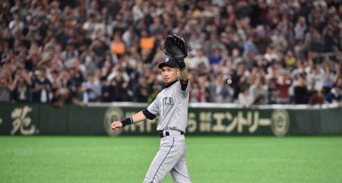 Ichiro Suzuki jugó su último partido de Grandes Ligas este jueves en Tokio, Japón, en el duelo entre Marineros de Seattle y Atléticos de Oakland, en la Serie Inaugural de la temporada 2019. LA PRENSA/AFP / Kazuhiro NOGI