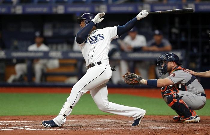 Yandy Díaz conectó el segundo jonrón de su carrera y primero con el uniforme de los Rays de Tampa Bay. LA PRENSA/Mike Carlson/Getty Images/AFP
